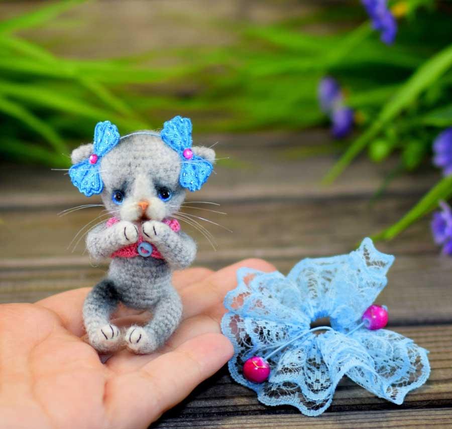 Кошка крючком: голубоглазая милота