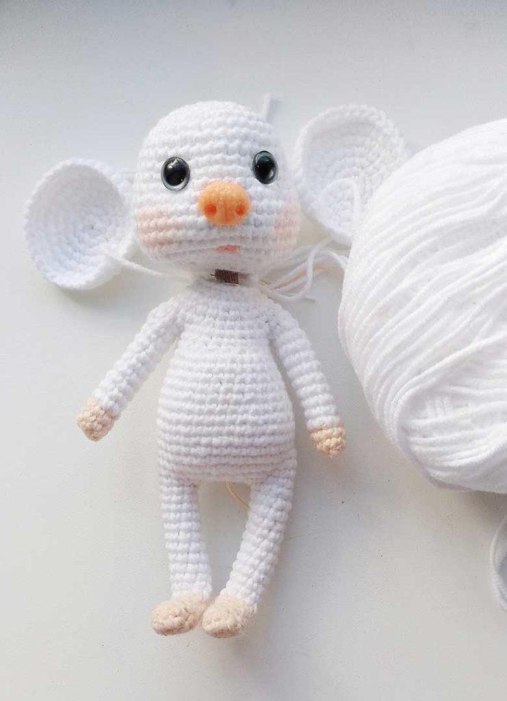 Мышка крючком: белоснежная красотуля Юлька
