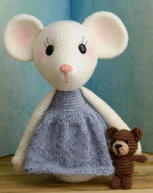 """Вязаная мышка крючком: малышка Милла"""""""